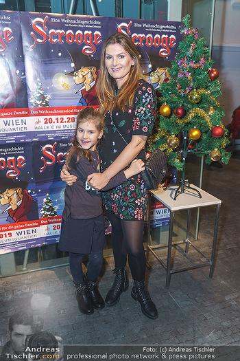 Scrooge Musical Premiere - MusemsQuartier MQ Halle E - Fr 20.12.2019 - Martina KAISER mit Tochter Kiana5