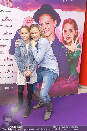 Kinopremiere ´Vier zauberhafte Schwestern´ - Village Cinema, Wine - Di 07.01.2020 - Missy MAY mit Tochter Marie7