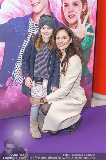 Kinopremiere ´Vier zauberhafte Schwestern´ - Village Cinema, Wine - Di 07.01.2020 - Tanja DUHOVICH mit Tochter Emma11