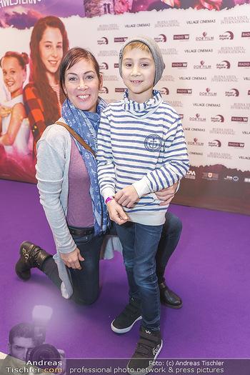 Kinopremiere ´Vier zauberhafte Schwestern´ - Village Cinema, Wine - Di 07.01.2020 - Adriana ZARTL mit Sohn Luca21