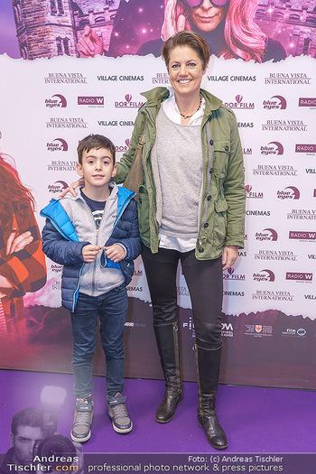 Kinopremiere ´Vier zauberhafte Schwestern´ - Village Cinema, Wine - Di 07.01.2020 - Martina LÖWE mit Sohn Luca28