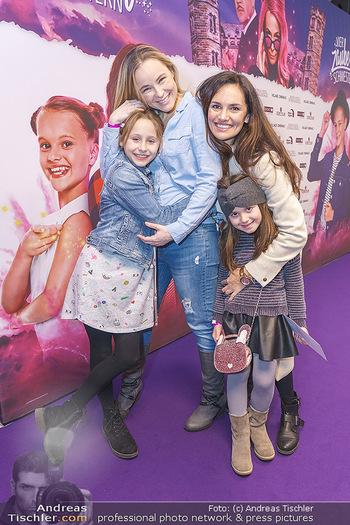 Kinopremiere ´Vier zauberhafte Schwestern´ - Village Cinema, Wine - Di 07.01.2020 - Tanja DUHOVICH mit Tochter Emma, Missy MAY mit Tochter Marie30