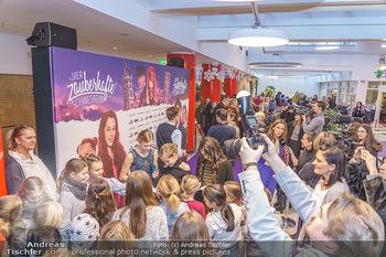Kinopremiere ´Vier zauberhafte Schwestern´ - Village Cinema, Wine - Di 07.01.2020 - Andrang, Fans, Autogrammjäger, Journalisten56