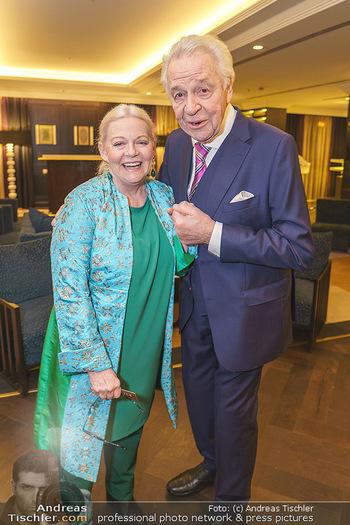 Jeannine Schiller Neujahrscocktail - Hilton Hotel Vienna, Wien - Di 07.01.2020 - Brigitte Gitti KREN, Harald SERAFIN28
