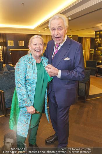Jeannine Schiller Neujahrscocktail - Hilton Hotel Vienna, Wien - Di 07.01.2020 - Brigitte Gitti KREN, Harald SERAFIN29