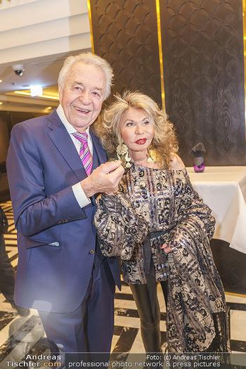 Jeannine Schiller Neujahrscocktail - Hilton Hotel Vienna, Wien - Di 07.01.2020 - Harald SERAFIN, Jeannine SCHILLER35