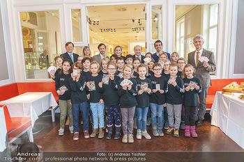 Opernball Benefiz PK - Palais Dorotheum, Wien - Do 09.01.2020 - Gruppenfoto mit Kinderchor Superar mit Maria GROßBAUER GROSSBAU16