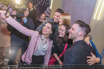 Dancing Stars 2020 - Klyo Urania, Wien - Do 16.01.2020 - Selfie Conny KREUTER, Roswitha WIELAND, Norbert OBERHAUSER etc4