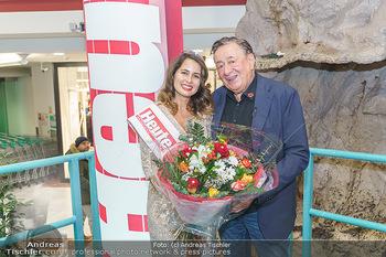 Heute Opernballprinzessin - Lugner City, Wien - Mo 20.01.2020 - Opernballprinzessin Elisa Pizzi TAPIA, Richard LUGNER1