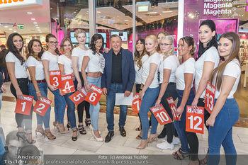 Heute Opernballprinzessin - Lugner City, Wien - Mo 20.01.2020 - Richard LUGNER im Kreise der Teilnehmerinnen10