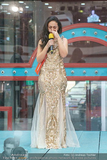 Heute Opernballprinzessin - Lugner City, Wien - Mo 20.01.2020 - Teilnehmerin hält bewegte Rede (Elif C.)56