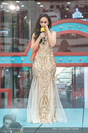 Heute Opernballprinzessin - Lugner City, Wien - Mo 20.01.2020 - Teilnehmerin hält bewegte Rede (Elif C.)57