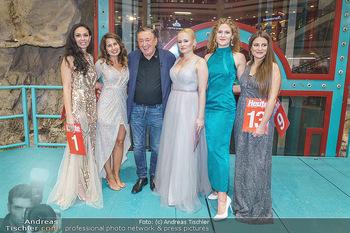 Heute Opernballprinzessin - Lugner City, Wien - Mo 20.01.2020 - Richard LUGNER mit den fünf Finalistinnen75
