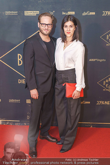Premiere ´Babylon Berlin´ - Kattus Sektkellerei, Wien - Di 21.01.2020 - Daniela GOLPASHIN mit Ehemann Dominik65