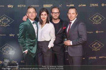 Premiere ´Babylon Berlin´ - Kattus Sektkellerei, Wien - Di 21.01.2020 - Volker BRUCH, Trystan PÜTTER, Daniela GOLPASHIN mit Ehemann Dom81