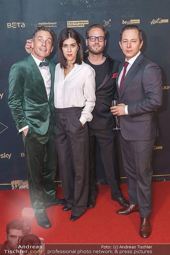 Premiere ´Babylon Berlin´ - Kattus Sektkellerei, Wien - Di 21.01.2020 - Volker BRUCH, Trystan PÜTTER, Daniela GOLPASHIN mit Ehemann Dom82