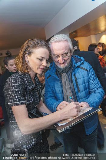 Kinopremiere ´Ein verborgenes Leben´ - Stadtkino Künstlerhaus, Wien - Mi 22.01.2020 - Valerie PACHNER gibts Autogramme2
