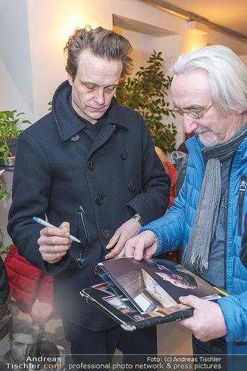 Kinopremiere ´Ein verborgenes Leben´ - Stadtkino Künstlerhaus, Wien - Mi 22.01.2020 - August DIEHL gibt Autogramme6