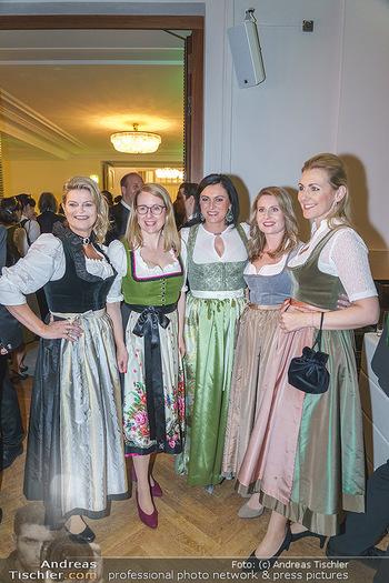 Jägerball - Hofburg Wien - Mo 27.01.2020 - Ministerinnen im Dirndl Elisabeth KÖSTINGER, Margarete SCHRAMB52