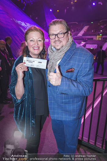 Holiday on Ice Premiere - Wiener Stadthalle - Mi 29.01.2020 - Michael SCHADE mit Ehefrau Dee MCKEE7