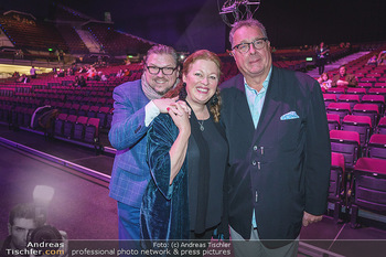 Holiday on Ice Premiere - Wiener Stadthalle - Mi 29.01.2020 - Familie Michael SCHADE mit Ehefrau Dee MCKEE, Wolfgang FISCHER9