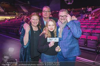Holiday on Ice Premiere - Wiener Stadthalle - Mi 29.01.2020 - Familie Michael SCHADE mit Ehefrau Dee MCKEE mit Tochter Eva, Wo10