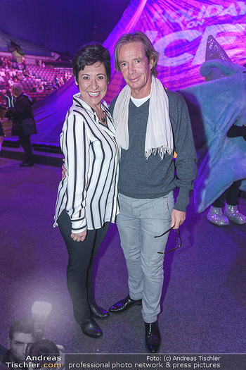 Holiday on Ice Premiere - Wiener Stadthalle - Mi 29.01.2020 - Andrea HÄNDLER mit Begleitung Martin21