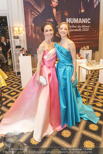 Opernball Couture Salon - Hotel Bristol, Wien - Mo 10.02.2020 - Nina POLAKOVA, Madison YOUNG70