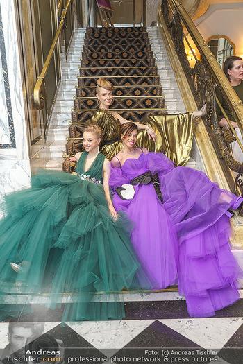 Opernball Couture Salon - Hotel Bristol, Wien - Mo 10.02.2020 - Natascha MAIR, Nikisha FOGO, Olga ESINA75