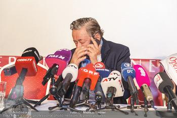 PK: Nicht-Verkündung des Stargasts - Lugner City, Wien - Do 13.02.2020 - Richard LUGNER erhält den Anruf, daß er den Stargast nicht ver15