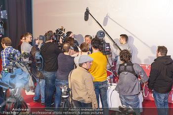 PK: Nicht-Verkündung des Stargasts - Lugner City, Wien - Do 13.02.2020 - Richard LUGNER im Medienrummel, Journalisten, Presse19