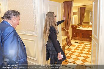 Abholung Ornella Muti - Wien - Genua - Di 18.02.2020 - Ornella MUTI zeigt Richard LUGNER ihre Suite49
