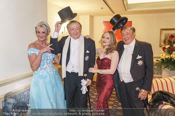 Lugner Fototermin und Abendessen - Grand Hotel, Wien - Do 20.02.2020 - Richard LUGNER mit Tochter Jacqueline und Zebra Karin3