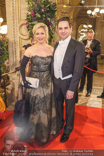 Opernball 2020 - Wiener Staatsoper - Do 20.02.2020 - Daniela FALLY mit Ehemann53