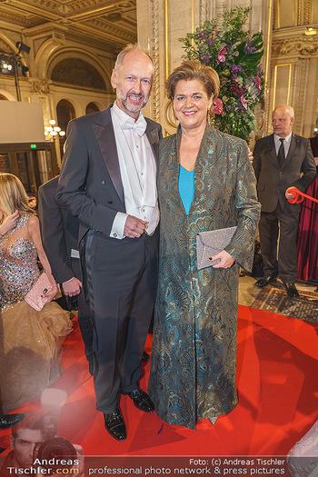 Opernball 2020 - Wiener Staatsoper - Do 20.02.2020 - Bettina GLATZ-KREMSNER mit Begleitung72