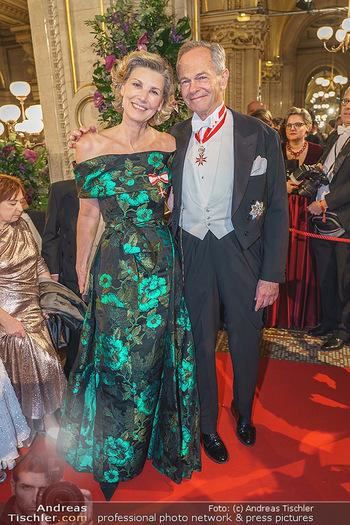 Opernball 2020 - Wiener Staatsoper - Do 20.02.2020 - Desiree TREICHL-STÜRGKH mit Ehemann Andreas TREICHL168