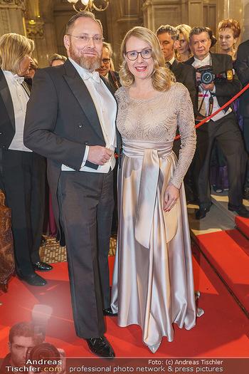 Opernball 2020 - Wiener Staatsoper - Do 20.02.2020 - Margarete SCHRAMBÖCK mit Ehemann173