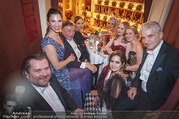 Opernball 2020 - Wiener Staatsoper - Do 20.02.2020 - Logenfoto Gruppenfoto Richard und Tochter Jacqueline LUGNER, Orn189