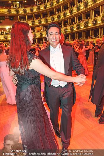 Opernball 2020 - Wiener Staatsoper - Do 20.02.2020 - Gabriel LUNA tanzt mit Ehefrau Smaralda235