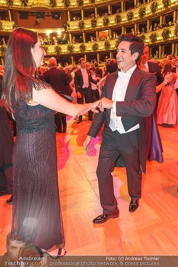 Opernball 2020 - Wiener Staatsoper - Do 20.02.2020 - Gabriel LUNA tanzt mit Ehefrau Smaralda236