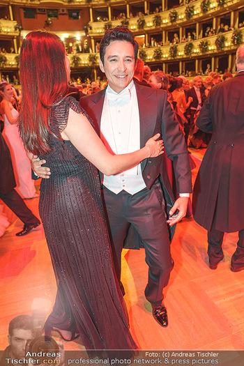 Opernball 2020 - Wiener Staatsoper - Do 20.02.2020 - Gabriel LUNA tanzt mit Ehefrau Smaralda237