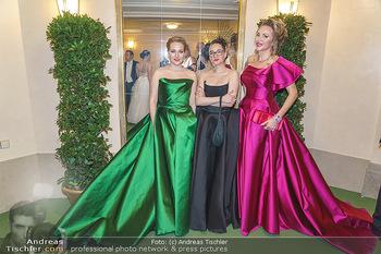 Opernball 2020 - Wiener Staatsoper - Do 20.02.2020 - Ekaterina MUCHA mit Designerinnen In or Near245