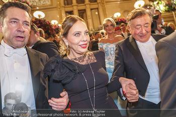 Opernball 2020 - Wiener Staatsoper - Do 20.02.2020 - Ornella MUTI verlässt den Ball, Richard LUGNER286