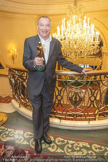 Pressekonferenz zur Romy Gala 2020 - Grand Hotel, Wien - Di 03.03.2020 - Rudi JOHN mit Romy-Statue29