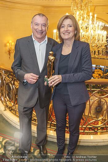 Pressekonferenz zur Romy Gala 2020 - Grand Hotel, Wien - Di 03.03.2020 - Rudi JOHN mit Romy-Statue, Martina SALOMON31