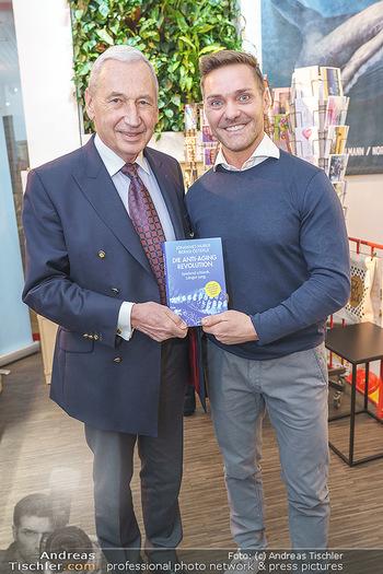 Buchpräsentation ´Die Anti-Aging Revolution´ - Buchhandlung Herder, Wien - Mo 09.03.2020 - Johannes HUBER, Bernd ÖSTERLE9