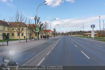 Coronavirus COVID-19 Feautre - Wien - Do 12.03.2020 - Leere Busspuren vor Schönbrunn, keine Touristenbusse, keine Tou4