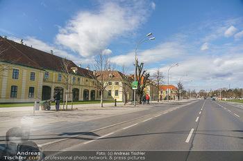 Coronavirus COVID-19 Feautre - Wien - Do 12.03.2020 - Leere Busspuren vor Schönbrunn, keine Touristenbusse, keine Tou5