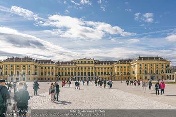Coronavirus COVID-19 Feautre - Wien - Do 12.03.2020 - Kaum Touristen vor Schloss Schönbrunn trotz Frühlingstemperatu7