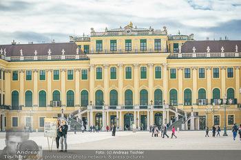 Coronavirus COVID-19 Feautre - Wien - Do 12.03.2020 - Kaum Touristen vor Schloss Schönbrunn trotz Frühlingstemperatu10